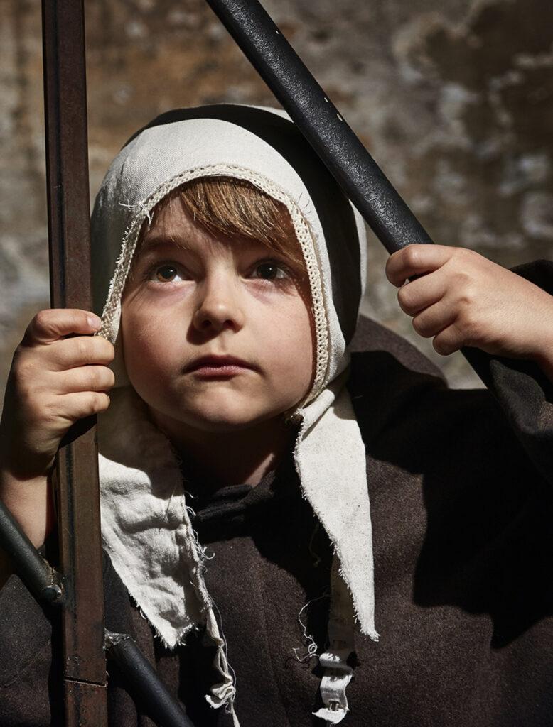 Sander as Little Jonathan in Ken Follets Jordens Søjler